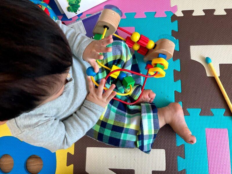 1歳の誕生日ギフトにビーズメイズ